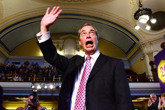 FARAGE MASONIC M HAND SIGN